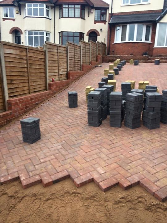 how to put up a fence uk